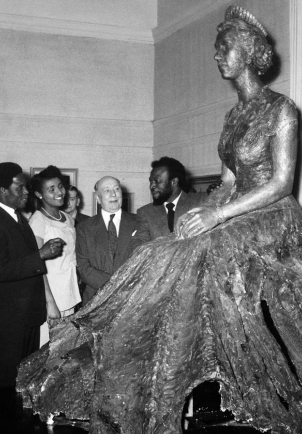Ben Enwonwu (right) unveiled his portrait statue of Queen Elizabeth at the Royal Society of British Artists in 1957.