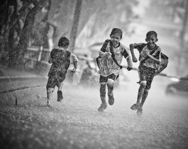 Kids Racing in the Rain (Coolupon)